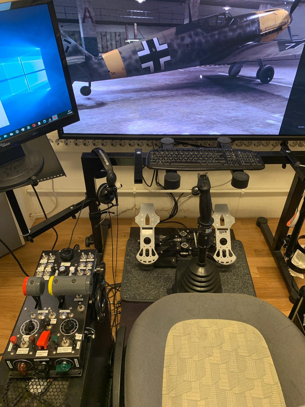 LLv32_Modo's home cockpit: 52 inch NEC Multisync monitor, Kanttorin Kone Throttle Console (prototype model 2), Slaw Device 109 pedals and Baur KG13 Grip (Luftwaffe) stick.